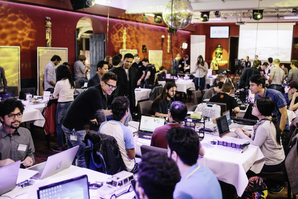 Global Hackathon Series DigitalLife Campus 2018/2019: Daimler launches new global Hackathon series - Brand Spur