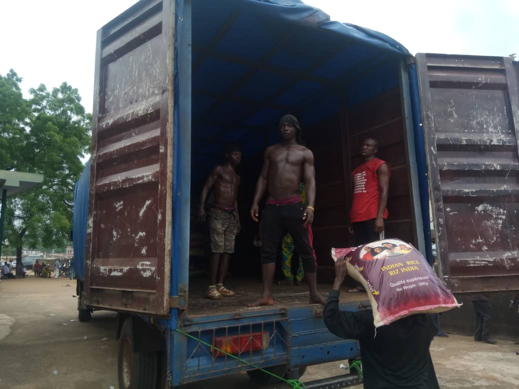Customs Donates Over 30,000 Bags of Rice, other Materials in Ogun (Pictures)