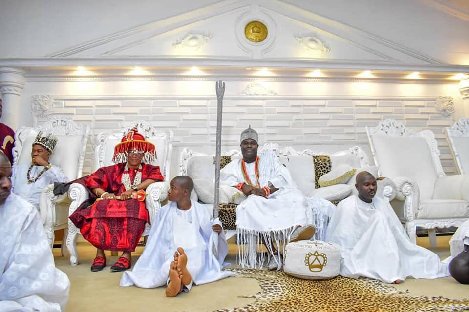 Ooni of ife played host to Ezeani III of Mmaku (Photos) - Brand Spur