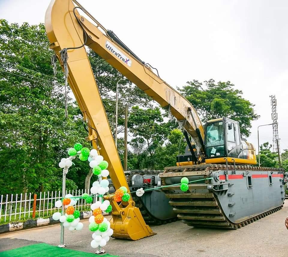 Gov. Akeredolu Purchase New Amphibious Excavator To Tackle Flooding In Ondo