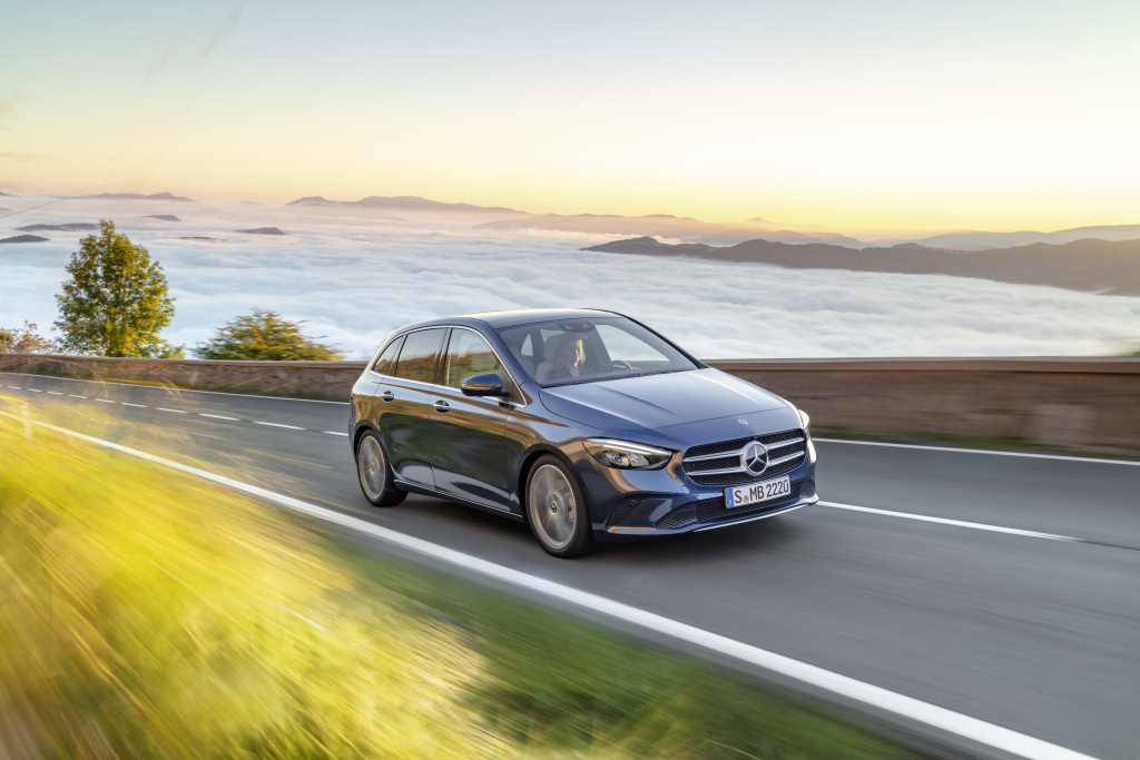 Mercedes-Benz starts third quarter with double-digit growth