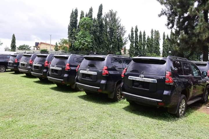 After Ten-Years Of Neglect, Governor Akeredolu Acquires Prado SUVs For Judges In Ondo
