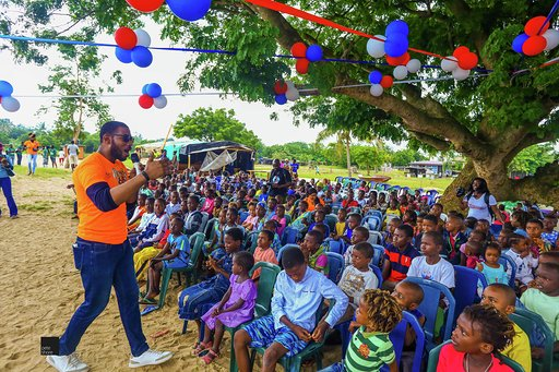 Eat'N'Go Shares Happiness With Kids From Slum2School On World Literacy Day!