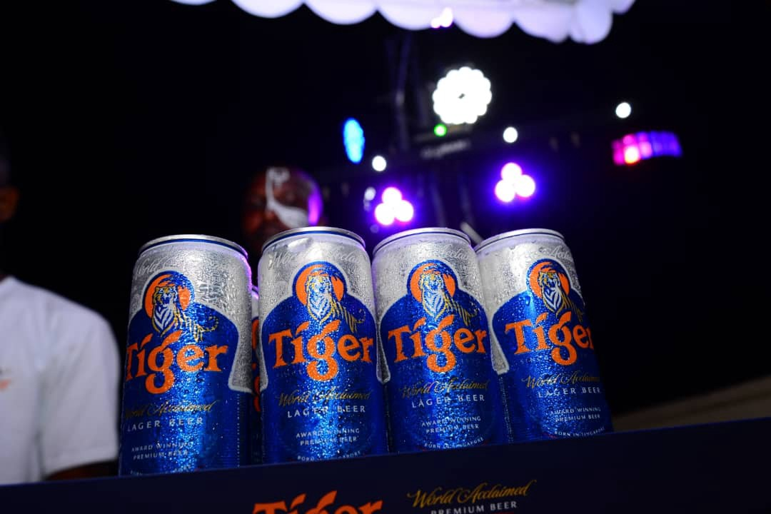 Noble Igwe, ShowDemCamp, Teddy A and Waye Uncage Tiger's New 33cl Sleek Can Brandspur 1