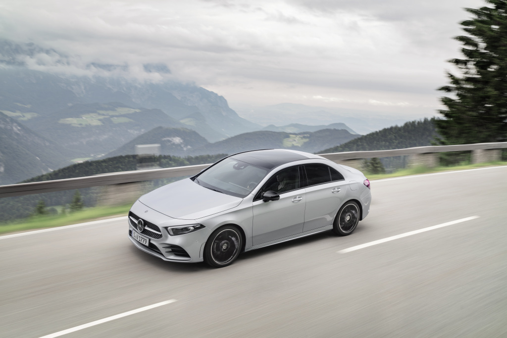 Mercedes-Benz achieves new September record and best-ever third quarter