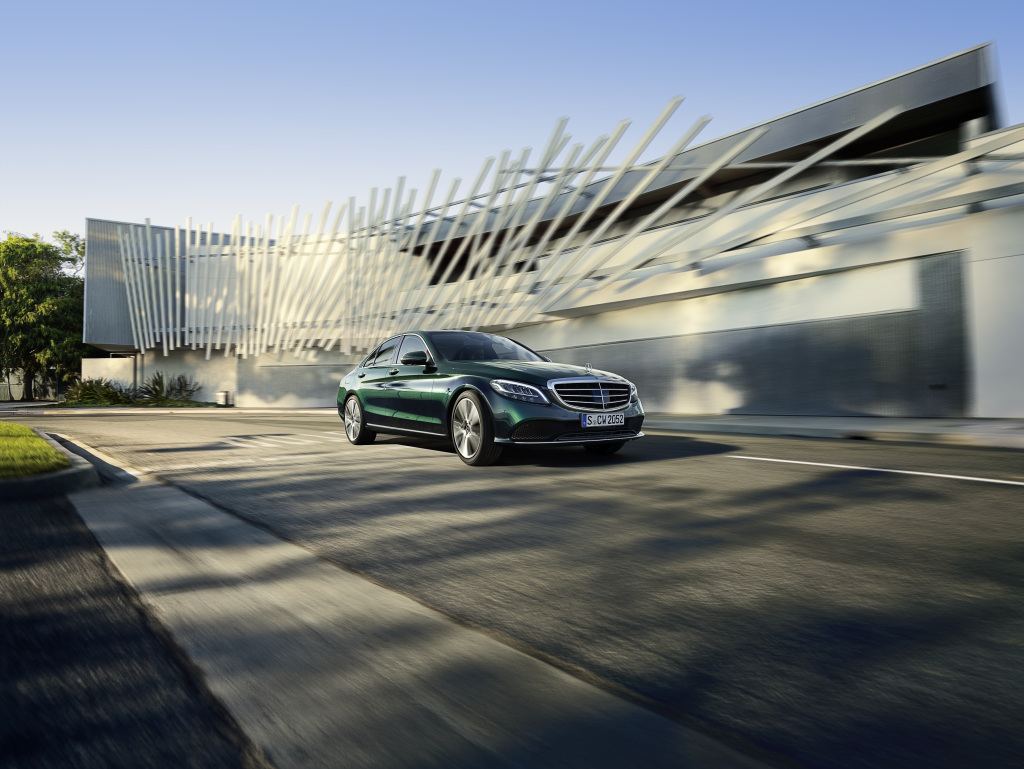 Mercedes-Benz continues worldwide growth in unit sales at the beginning of fourth quarter