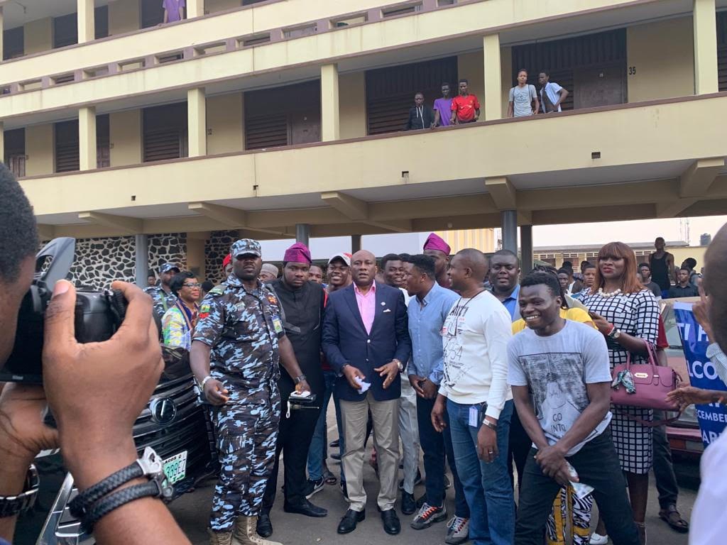When UI Cheered for the 'Man of Peace' (Photos) - Brand Spur