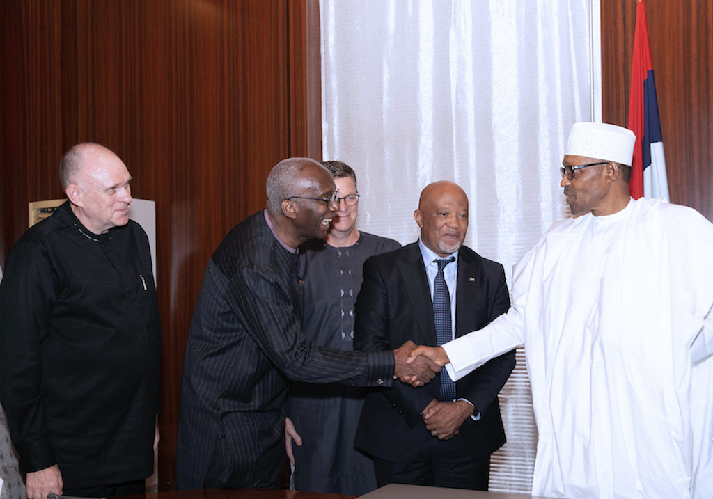 Photos: Y'ello Handshake With The President - Brand Spur