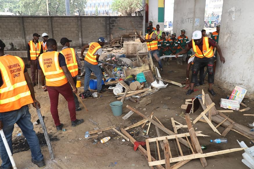 Clean-Up Commitee Eases Traffic in Obalende, Clears Illegal Parks, Garages (Photos) - Brand Spur