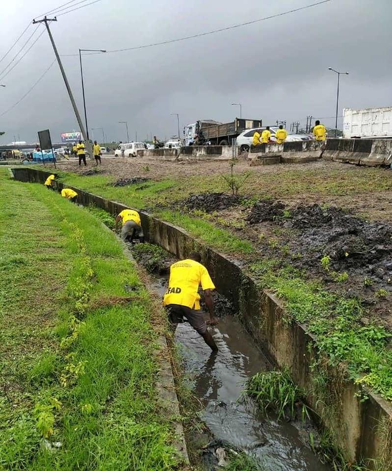 Pictures as Lagos EFAG Intervenes, Defloods Mile 2 Expressway