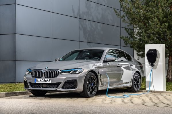The new BMW 545e xDrive Sedan