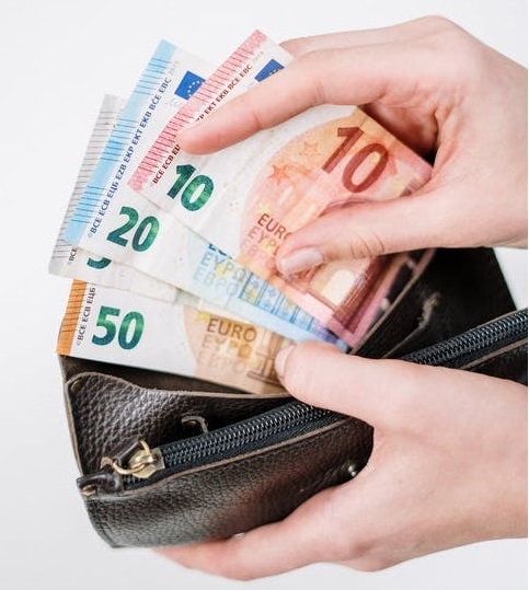 Europeans have around €773 less in 2020 due to COVID-19