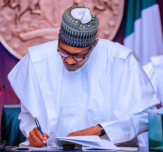 FG approves a special salary scale for teachers, increases years of service from 35 to 40.