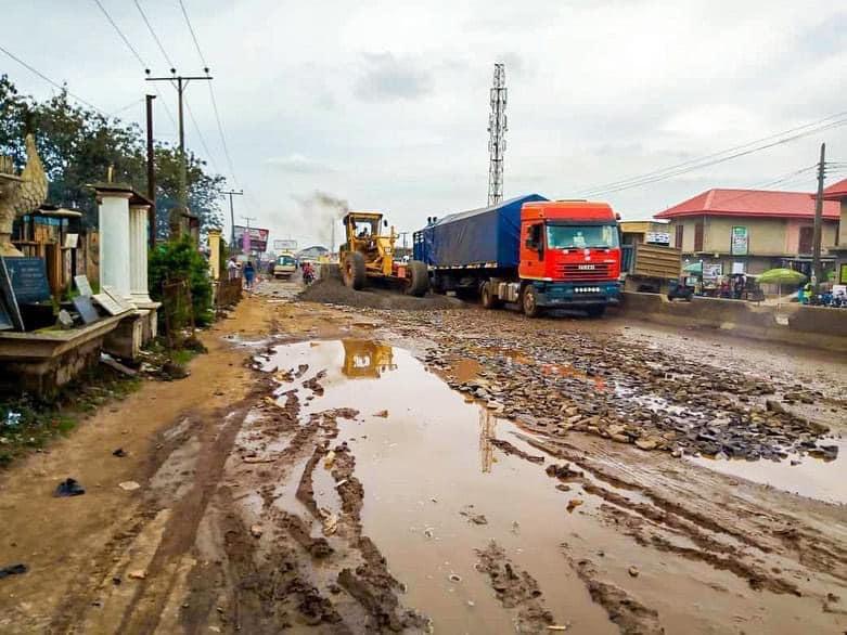 Ogun State begins Palliative Works at Ota-Idiroko Road (Photos)