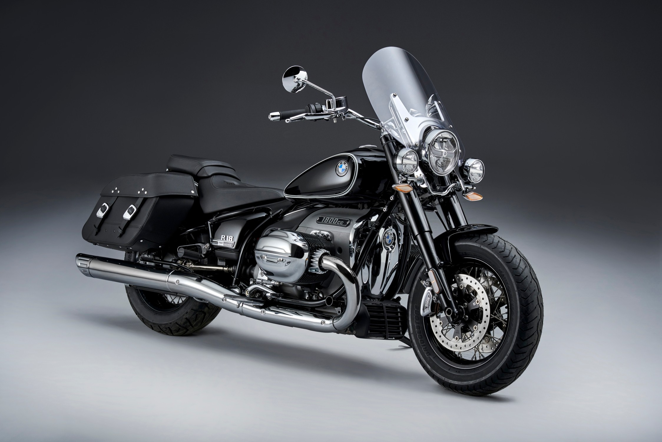 The new BMW R 18 Classic and the new BMW R 18
