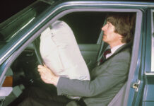 Vor 40 Jahren: Mercedes-Benz bringt Fahrerairbag und Gurtstraffer in die Serie40 years ago: Mercedes-Benz launched the driver's airbag and seat belt tensioner in series production