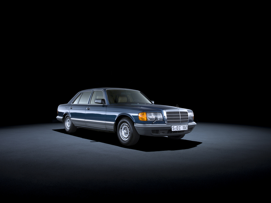 40 years ago Brandspurng Mercedes-Benz launched the driver's airbag and seat belt tensioner in series production2