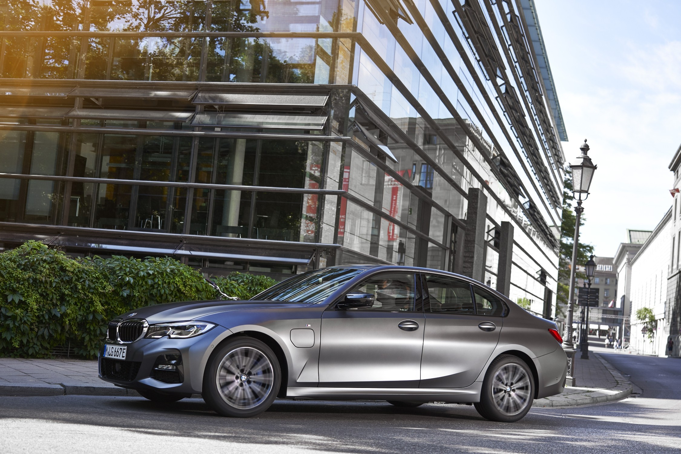 New entry-level models with plug-in hybrid drive for the BMW 3 Series and BMW 5 Series Brandspurng