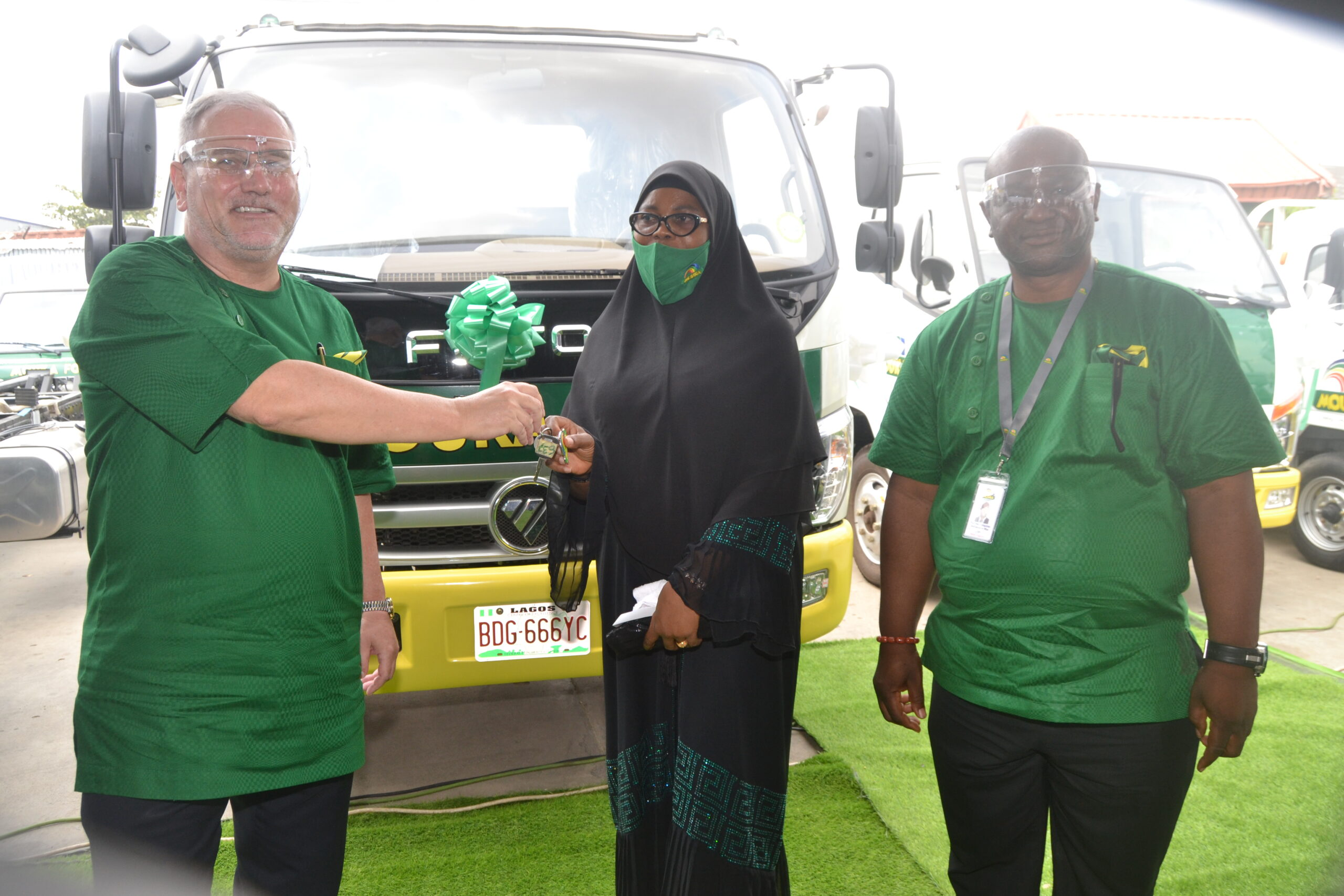 Mouka Award Brandspurng Mouka Gives Out 54 Trucks to Business Partners in a Jiffy, Encourages Steadfastness (Photos)